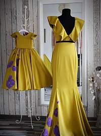 Roxy 's yellow set